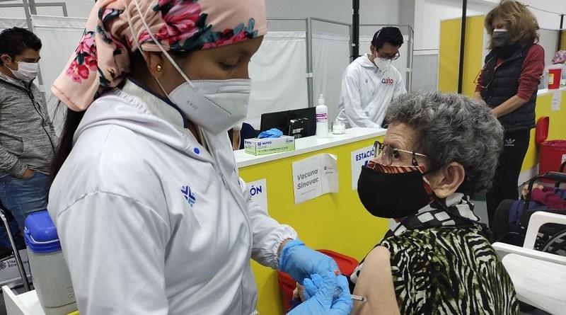 Más de 5 mil personas vacunadas este fin de semana en el CAT y la PUCE
