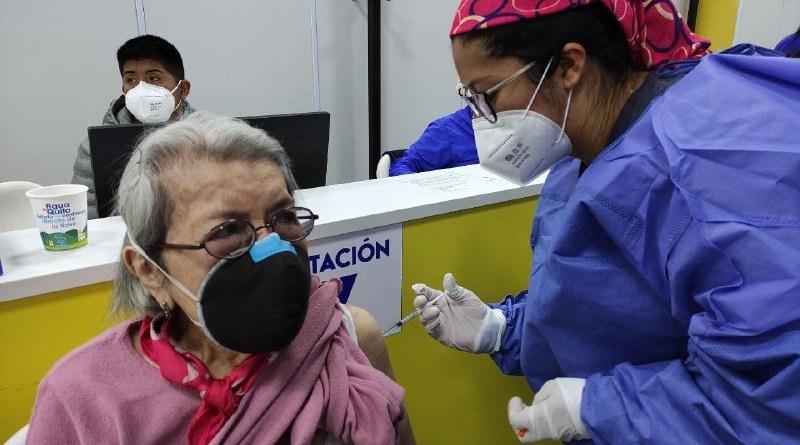 Más de 2 mil personas inmunizadas en el CAT en un día