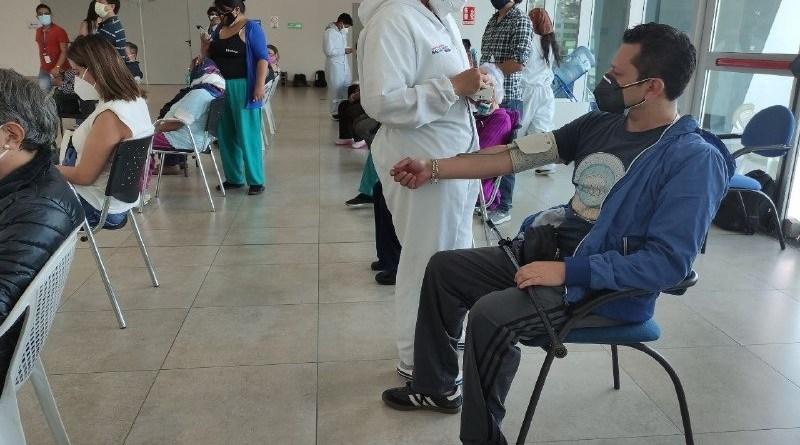 En el CAT ´Quito Solidario´ avanza la vacunación de los grupos vulnerables