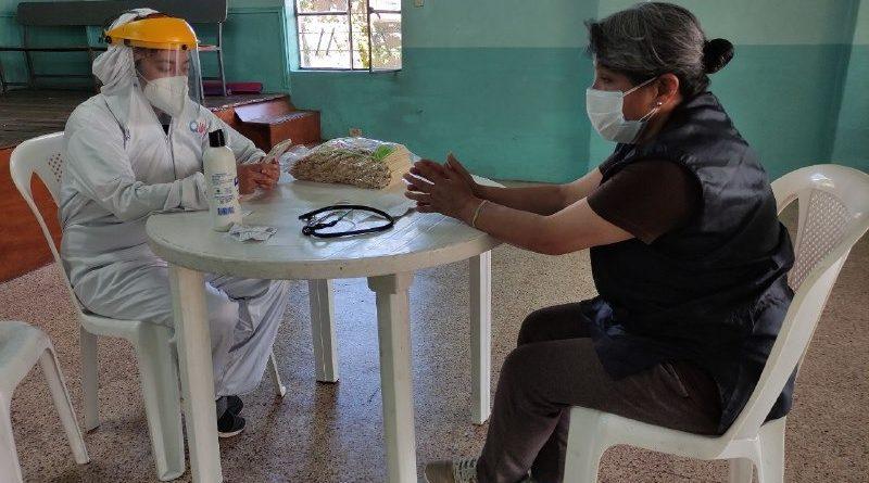 Brigadas comunitarias entregan botiquines a pacientes sintomáticos y positivos de COVID-19