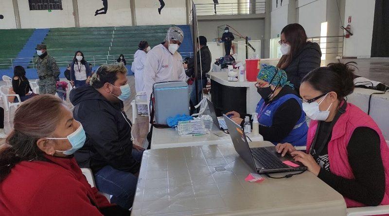 Comerciantes autónomos se vacunan en Quitumbe