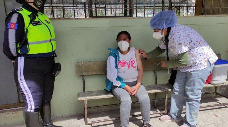 Personas vulnerables fueron vacunadas contra la COVID-19 en sus domicilios