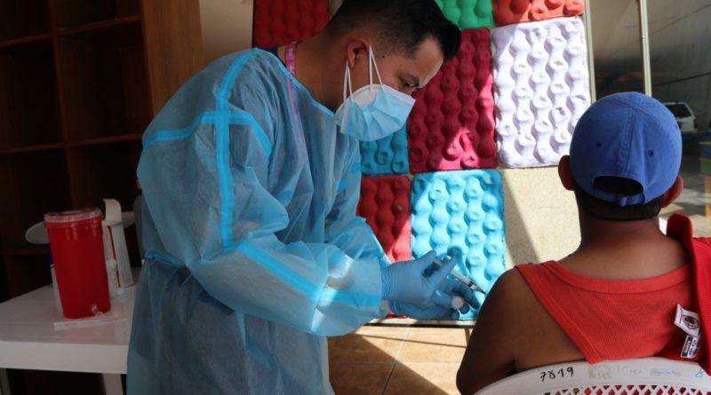 Vacuna CanSino se aplica a habitantes en situación de calle